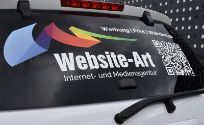 Website-Art bringt Eigenwerbung auf die Straße